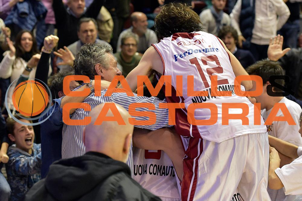 DESCRIZIONE : Campionato 2014/15 Giorgio Tesi Group Pistoia - Acqua Vitasnella Cant&ugrave;<br /> GIOCATORE : Ariel Filloye<br /> CATEGORIA : esultanza<br /> SQUADRA : Giorgio Tesi Group Pistoia<br /> EVENTO : LegaBasket Serie A Beko 2014/2015<br /> GARA : Giorgio Tesi Group Pistoia - Acqua Vitasnella Cant&ugrave;<br /> DATA : 30/03/2015<br /> SPORT : Pallacanestro <br /> AUTORE : Agenzia Ciamillo-Castoria/GiulioCiamillo<br /> Galleria : LegaBasket Serie A Beko 2014/2015<br /> Fotonotizia : Campionato 2014/15 Giorgio Tesi Group Pistoia - Acqua Vitasnella Cant&ugrave;<br /> Predefinita :