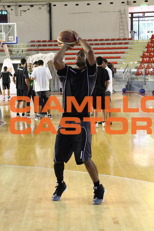 DESCRIZIONE : Roma Lega Basket A 2012-13  Raduno Virtus Roma<br /> GIOCATORE : Jordan Taylor<br /> CATEGORIA : tiro<br /> SQUADRA : Virtus Roma <br /> EVENTO : Campionato Lega A 2012-2013 <br /> GARA :  Raduno Virtus Roma<br /> DATA : 23/08/2012<br /> SPORT : Pallacanestro  <br /> AUTORE : Agenzia Ciamillo-Castoria/M.Simoni<br /> Galleria : Lega Basket A 2012-2013  <br /> Fotonotizia : Roma Lega Basket A 2012-13  Raduno Virtus Roma<br /> Predefinita :