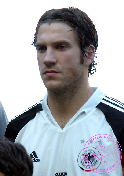 n/z.: Torsten Frings (nr8-Niemcy) przed meczem Pucharu Konfederacji Niemcy 2005 Niemcy (biale) - Tunezja (czerwone) 3:0 , reprezentacja , sezon 2004/2005 , pilka nozna , Niemcy , Kolonia , 18-06-2005 , fot.: Adam Nurkiewicz / mediasport....Torsten Frings (nr8-Germany) before Confederations Cup soccer match in Cologne. June 18, 2005 ; Germany (white) - Tunisia (red) 3:0 , season 2004/2005 , Germany , Cologne ( Photo by Adam Nurkiewicz / mediasport )