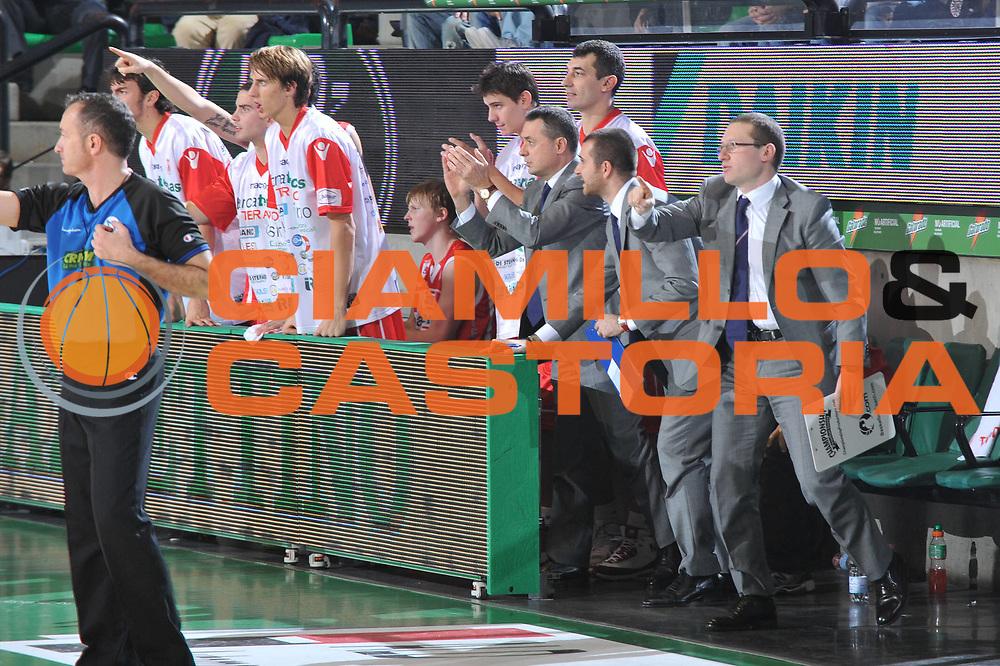 DESCRIZIONE : Treviso Lega A 2010-11 Benetton Treviso Banca Tercas Teramo<br /> GIOCATORE : Team Teramo<br /> SQUADRA : Banca Tercas Teramo<br /> EVENTO : Campionato Lega A 2010-2011 <br /> GARA : Benetton Treviso Banca Tercas Teramo<br /> DATA : 20/11/2010<br /> CATEGORIA : Esultanza<br /> SPORT : Pallacanestro <br /> AUTORE : Agenzia Ciamillo-Castoria/M.Gregolin<br /> Galleria : Lega Basket A 2010-2011 <br /> Fotonotizia : Treviso Lega A 2010-11 Benetton Treviso Banca Tercas Teramo<br /> Predefinita :