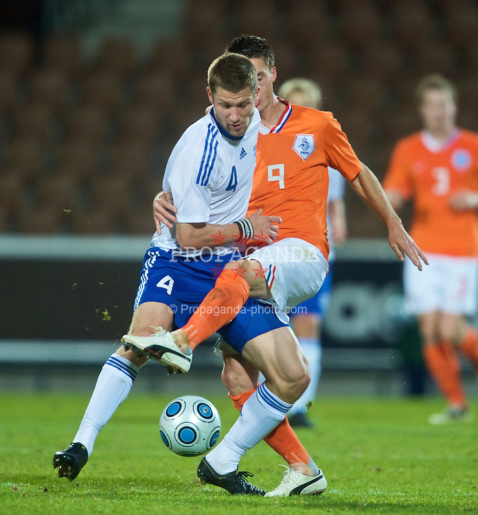 HELSINKI, FINLAND - Friday, October 9, 2009: The Netherlands' Ricky Van Wolfswinkei (FC Utrecht) and Finland's Joona Toivio (Stormvogels Telstar) during the UEFA Under-21 Championship Qualifying Round Group 4 match at the Finnair Stadium. (Pic by David Rawcliffe/Propaganda)