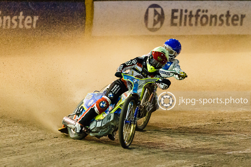 150916 Speedway, SM-final, Vetlanda - Indianerna<br /> T&auml;t kamp i ett av heaten.<br /> Speedway, Swedish championship final,<br /> A tight fight in one of the heats.<br /> &copy; Daniel Malmberg/Jkpg sports photo