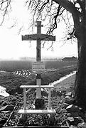 Nederland, 1984Serie mbt geestelijk leven in Nederland. Wegkruis in Limburg .Foto: Flip Franssen