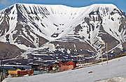 Longyearbyen (Spitsbergen, Svalbard) with the Opra Mountain (Oprafjellet) in the background.