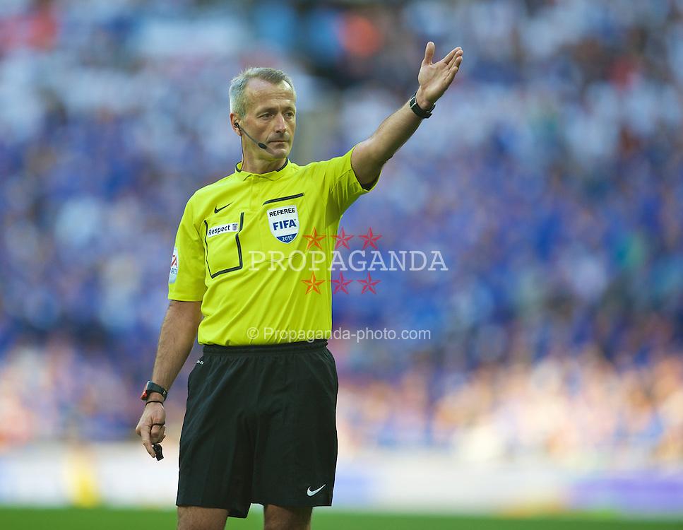 LONDON, ENGLAND - Saturday, April 18, 2015: Referee Martin Atkinson takes charge of the FA Cup Semi-Final match between Reading and Arsenal at Wembley Stadium. (Pic by David Rawcliffe/Propaganda)