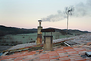 wood burning heating smoking chimney