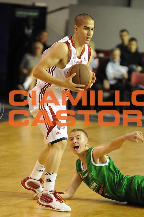 DESCRIZIONE : Parigi Paris Eurolega Eurolegue 2009-10 Final Four Nike International Junior Tournament  Fmp Belgrado Benetton Basket Treviso<br /> GIOCATORE : Luka Pajkovic <br /> SQUADRA : FMP Belgrado <br /> EVENTO : Eurolega 2009-2010 <br /> GARA : Fmp Belgrado Benetton Basket Treviso<br /> DATA : 06/05/2010 <br /> CATEGORIA : palleggio<br /> SPORT : Pallacanestro <br /> AUTORE : Agenzia Ciamillo-Castoria/GiulioCiamillo<br /> Galleria : Eurolega 2009-2010 <br /> Fotonotizia : Parigi Paris Eurolega Euroleague 2009-2010 Final Four Nike International Junior Tournament  Fmp Belgrado Benetton Basket Treviso<br /> Predefinita :
