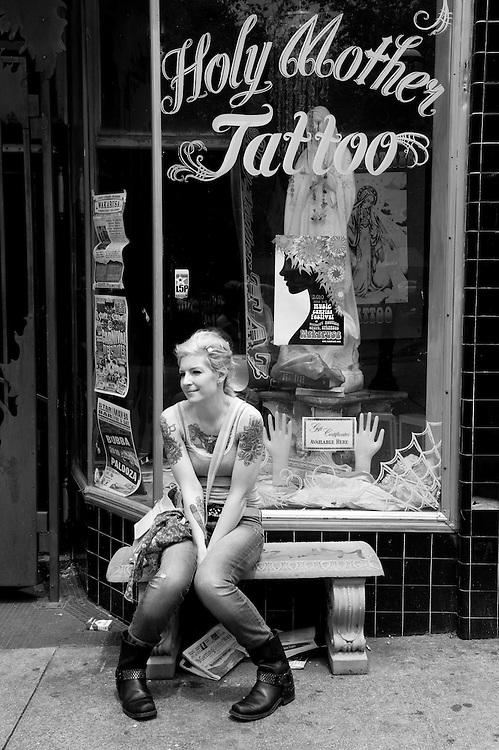 Elizabeth Elliot, a make-up artist, portrayed in Little Five Point in Atlanta, Georgia, a neighborhood known for its alternative life scene.
