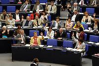 30 JUN 2005, BERLIN/GERMANY:<br /> Abgeordnete der SPD, waehrend einer Abstimmung, Plenum, Deutscher Bundestag<br /> IMAGE: 20050630-01-006<br /> KEYWORDS: Plenum, Reichstag, Übersicht