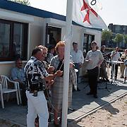Opening strandpost seizoen 1999 Zomerkade door Mw. Metz