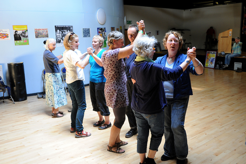 El Sueno Existe Festival<br /> Machynlleth<br /> Wales<br /> Love Latin Dance Workshop<br /> Led by Jane Hoy and Fran Jackson.