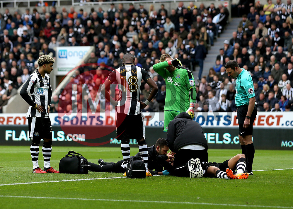 Isaac Hayden of Newcastle United receives treatment for a head injury - Mandatory by-line: Robbie Stephenson/JMP - 07/05/2017 - FOOTBALL - St James Park - Newcastle upon Tyne, England - Newcastle United v Barnsley - Sky Bet Championship