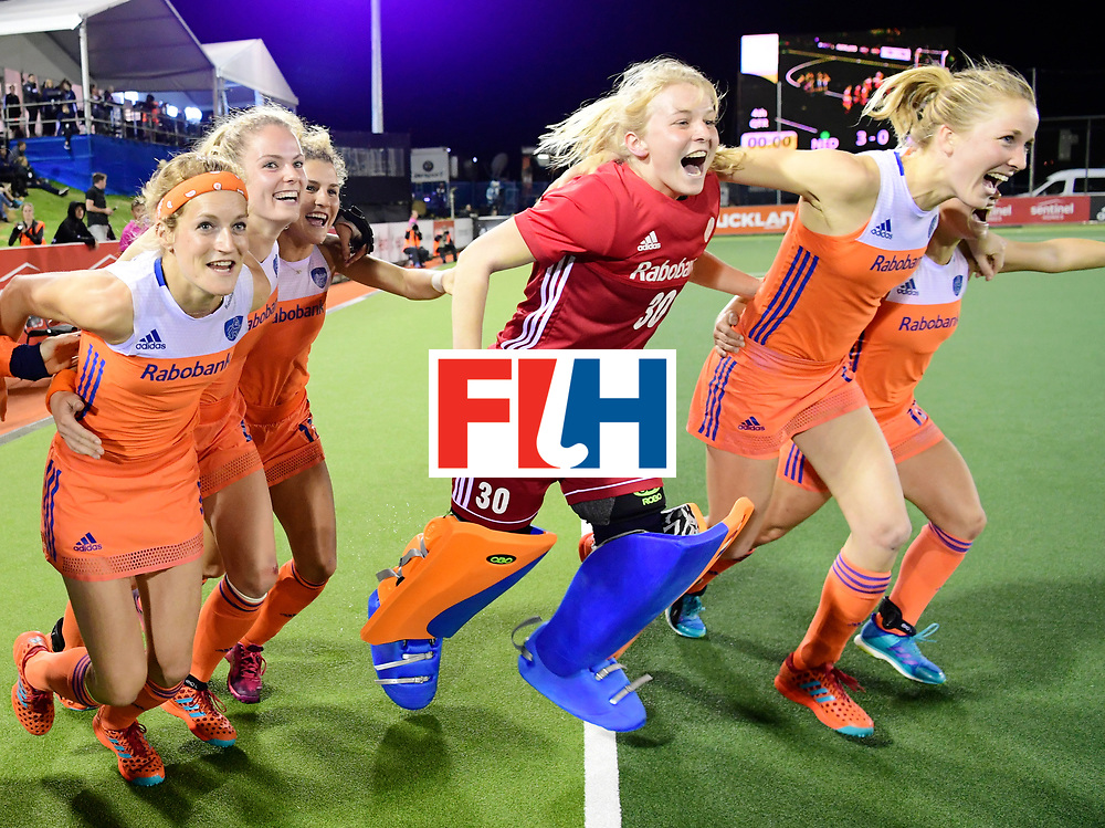 AUCKLAND - Sentinel Hockey World League final women<br /> Match id:10322<br /> 22 NED v NZL (Final)<br /> Foto: Carlien Dirkse van den Heuvel  , Maartje Krekelaar, Kelly Jonker, Julia Remmerswaal (Gk) en Lauren Stam rennen het veld in.<br /> Netherlands wins the Sentinel Hockey World League<br /> WORLDSPORTPICS COPYRIGHT FRANK UIJLENBROEK