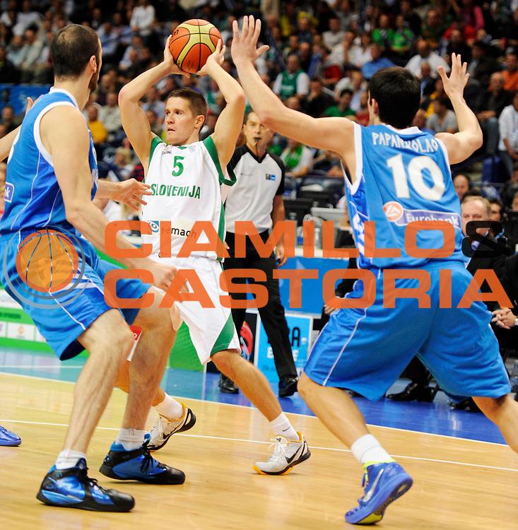DESCRIZIONE : Vilnius Lithuania Lituania Eurobasket Men 2011 Second Round Slovenia Grecia Slovenia Greece<br /> GIOCATORE : Jaka Lakovic<br /> SQUADRA : Slovenia<br /> EVENTO : Eurobasket Men 2011<br /> GARA : Slovenia Grecia Slovenia Greece<br /> DATA : 08/09/2011 <br /> CATEGORIA : palleggio<br /> SPORT : Pallacanestro <br /> AUTORE : Agenzia Ciamillo-Castoria/JF.Molliere<br /> Galleria : Eurobasket Men 2011 <br /> Fotonotizia : Vilnius Lithuania Lituania Eurobasket Men 2011 Second Round Slovenia Grecia Slovenia Greece<br /> Predefinita :