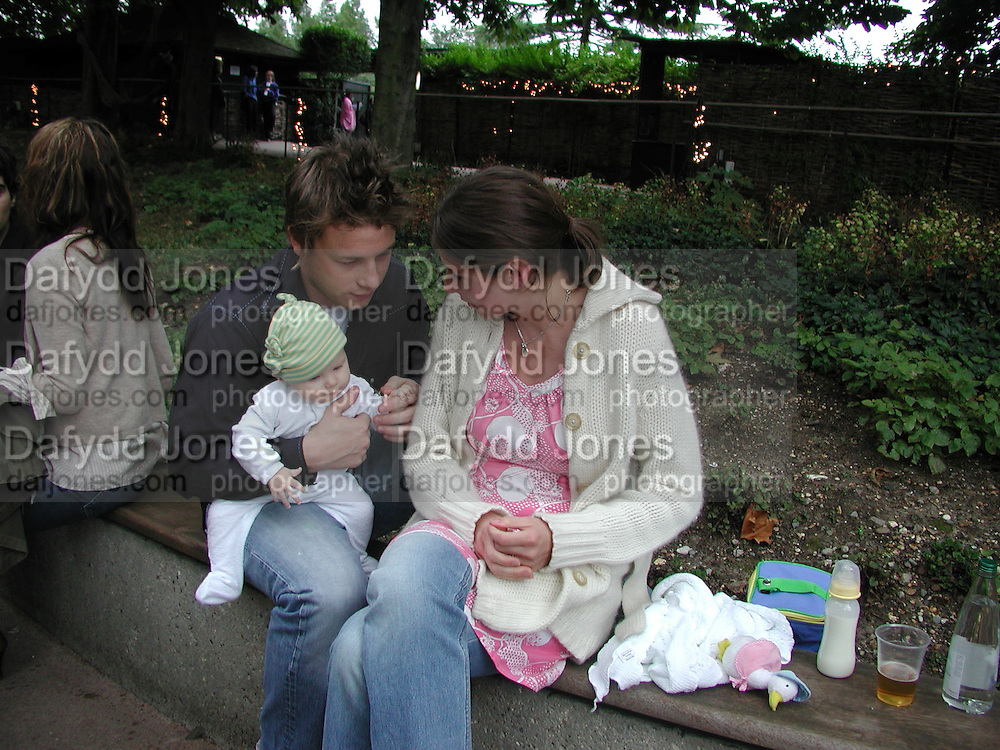 Jamie Oliver, Jules Oliver and baby Poppy Oliver. Afternoon tea party before the Frost French fashion show. Regents Park. 15 September 2002. © Copyright Photograph by Dafydd Jones 66 Stockwell Park Rd. London SW9 0DA Tel 020 7733 0108 www.dafjones.com