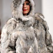 NLD/Amsterdam/20070909 - Modeshow Frans Molenaar najaar 2007, mannequin op de catwalk, Mickey Hoogendijk