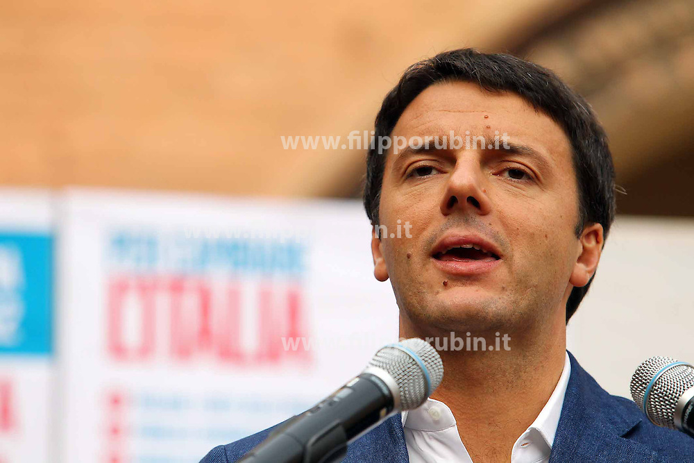 MATTEO RENZI IN VISITA A FERRARA.FERRARA 19-10-2012.FOTO FILIPPO RUBIN
