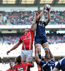 Musn Ed Pascoe of the Royal Navy wins the ball at a lineout - Photo mandatory by-line: Patrick Khachfe/JMP - Mobile: 07966 386802 09/05/2015 - SPORT - RUGBY UNION - London - Twickenham Stadium - Army v Royal Navy - Babcock Trophy