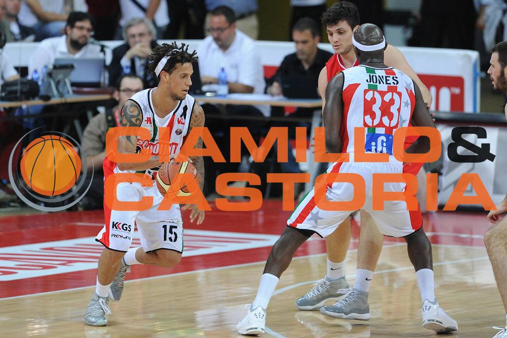 DESCRIZIONE : Pesaro  Lega A 2011-12 Scavolini Siviglia Pesaro EA7 Emporio Armani Milano  play off semifinale gara 3<br /> GIOCATORE : Daniel Hackett<br /> CATEGORIA : blocco<br /> SQUADRA : Scavolini Siviglia Pesaro<br /> EVENTO : Campionato Lega A 2011-2012 Play off semifinale gara 3<br /> GARA : Scavolini Siviglia Pesaro  EA7 Emporio Armani Milano <br /> DATA : 02/06/2012<br /> SPORT : Pallacanestro <br /> AUTORE : Agenzia Ciamillo-Castoria/ GiulioCiamillo<br /> Galleria : Lega Basket A 2011-2012  <br /> Fotonotizia : Pesaro  Lega A 2011-12 Scavolini Siviglia Pesaro EA7 Emporio Armani Milano play off semifinale gara 3<br /> Predefinita :