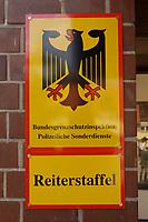 """08 APR 2002, BERLIN/GERMANY:<br /> Schild """"Bundesgrenzschutzinspektion - Polizeiliche Sonderdienste - Reiterstaffel"""" am Verwaltungsgebaeude der Reiterstaffel<br /> IMAGE: 20020408-01-029<br /> KEYWORDS: Reiter, Pferd, Pferde, Grenzschutz, BGS,  Reiterstaffel, Horse, Bundesgrenzschutz"""