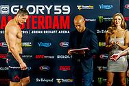 SCHIPHOL - Rico Verhoeven en de Braziliaan Guto Inocente tijdens de stare down voor GLORY 59 Amsterdam. Tijdens het kickboks-evenement nemen de twee zwaargewichten het tegen elkaar op in een titelstrijd.  copyrught robin utrecht