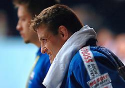 26-05-2006 JUDO: EUROPEES KAMPIOENSCHAP: TAMPERE FINLAND<br /> Mark Huzinga raakt geblesseerd aan zijn knie in de halve finale tegen Pershin (RUS) tijdens het EK Judo in Finland. Na de wedstrijd loopt hij met een verbeten gezicht naar de kleedkamer<br /> ©2006-WWW.FOTOHOOGENDOORN.NL