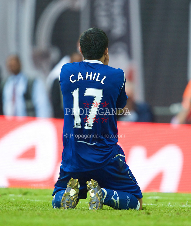 LONDON, ENGLAND - Sunday, April 19, 2009: Everton's Tim Cahill looks dejected after missing the opening penalty against Manchester United during the FA Cup Semi-Final match at Wembley. (Photo by David Rawcliffe/Propaganda)