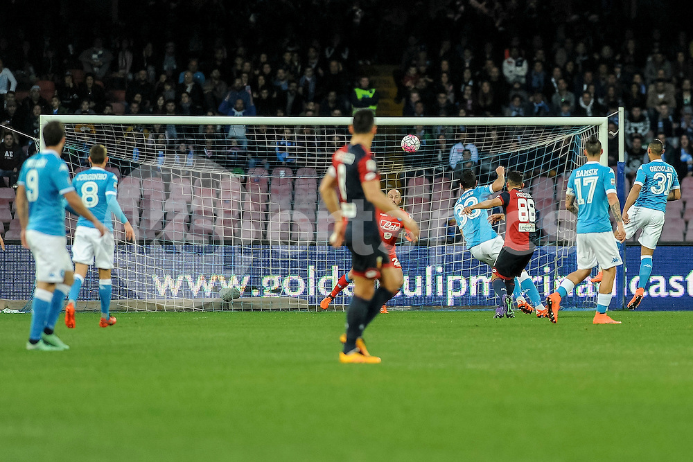 Tomás Rincón of Genoa scores the opening goal during the Serie A TIM match between Napoli and Genoa at Stadio San Paolo, Naples, Italy on 20 March 2016. Photo by Franco Romano.