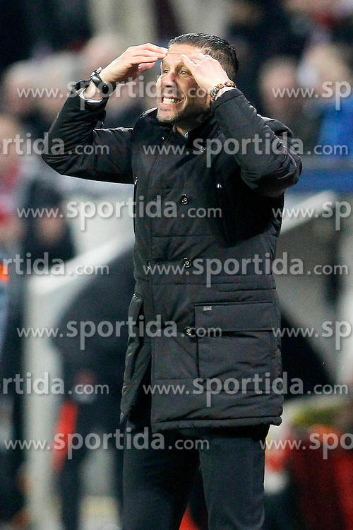 25.02.2015, BayArena, Leverkusen, GER, UEFA CL, Bayer 04 Leverkusen vs Atletico Madrid, Achtelfinale, Hinspiel, im Bild Trainer Diego Simeone (Atletico Madrid) fasst sich an den Kopf // during the UEFA Champions League Round of 16, 1st Leg match between between Bayer 04 Leverkusen and Club Atletico de Madrid at the BayArena in Leverkusen, Germany on 2015/02/25. EXPA Pictures &copy; 2015, PhotoCredit: EXPA/ Eibner-Pressefoto/ EXPA/ Schueler<br /> <br /> *****ATTENTION - OUT of GER*****