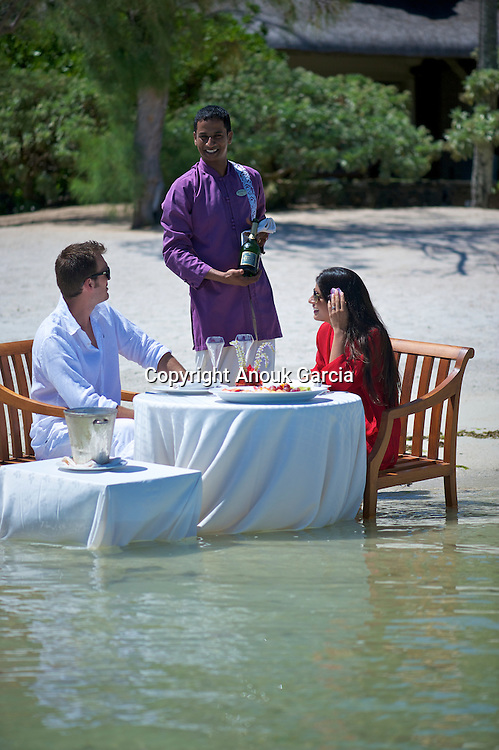 A Prince Maurice Resort | Le Prince Maurice. Mannequins : Laetitia Darche, miss Maurice 2010 et Adriano Barnes.
