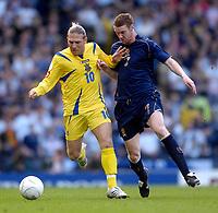 Photo: Jed Wee/Sportsbeat Images.<br /> Scotland v Ukraine. UEFA European Championships Qualifying. 13/10/2007.<br /> <br /> Ukraine's Andriy Voronin (L) with Scotland's Stephen Pearson.