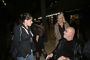 TRACEY EMIN AND CHUCK CLOSE, Doris Salcedo  installation and Louise Bourgeois - private view. Dinner afterwards for the Louise Bourgeois exhibition. Tate Modern, London, SE1,-DO NOT ARCHIVE-© Copyright Photograph by Dafydd Jones. 248 Clapham Rd. London SW9 0PZ. Tel 0207 820 0771. www.dafjones.com.