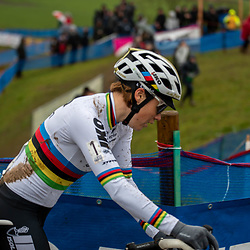 2019-12-14 Cycling: dvv verzekeringen trofee: Ronse: Sanne Cant still seeking for her form