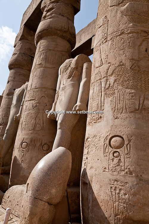 Louxor temple   courtyard with statue of Ramses  Louxor - Egypt    /  temple de Louqsor, cour avec statue de ramses  Louqsor - Egypte