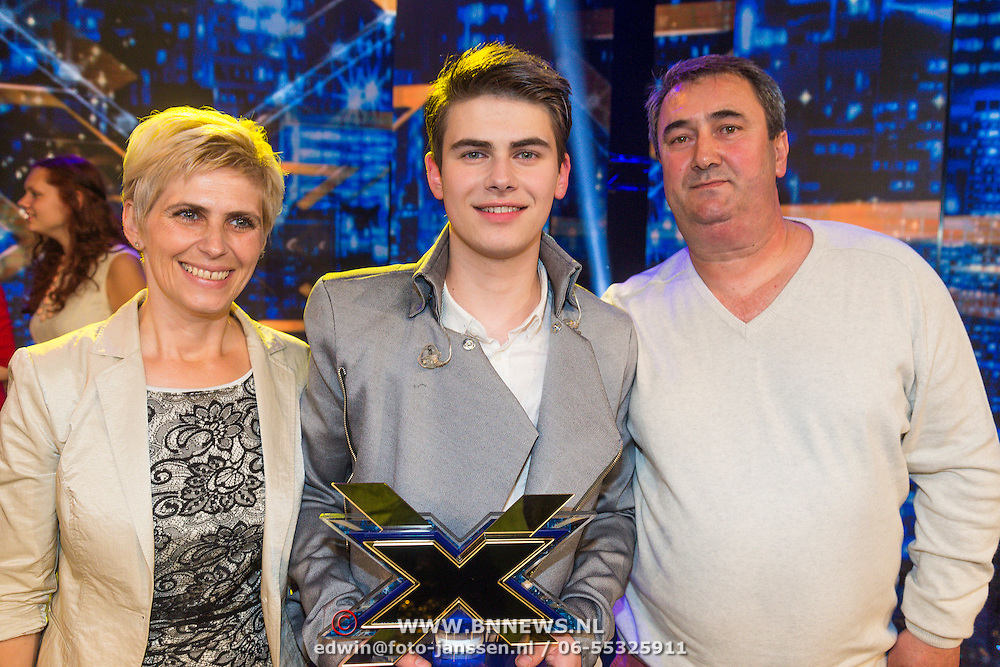 NLD/Hilversum/20130706 - Finale X-Factor 2013, winnaar Haris Alagic met zijn ouders