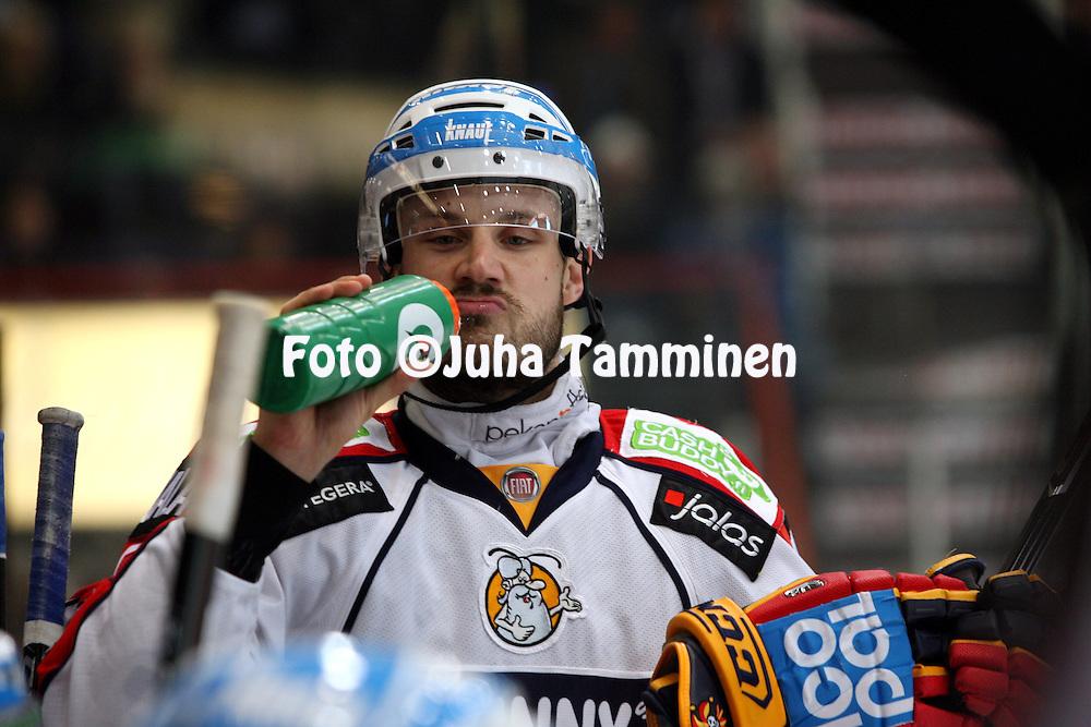 07.10.2010, H?meenlinna..J??kiekon SM-liiga 2010-11. .HPK - Jokerit..Ville H?m?l?inen - Jokerit.©Juha Tamminen.