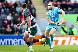 Chris Pennell of Worcester Warriors takes on George Worth of Leicester Tigers - Mandatory by-line: Robbie Stephenson/JMP - 03/11/2018 - RUGBY - Welford Road Stadium - Leicester, England - Leicester Tigers v Worcester Warriors - Gallagher Premiership Rugby