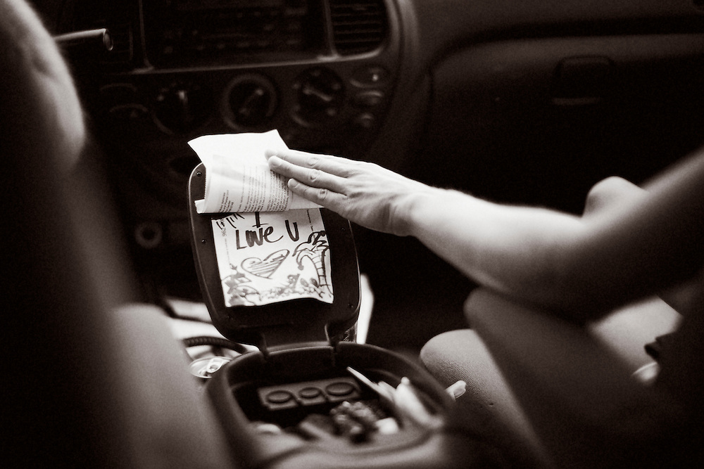Handwritten note that says I love you in a car