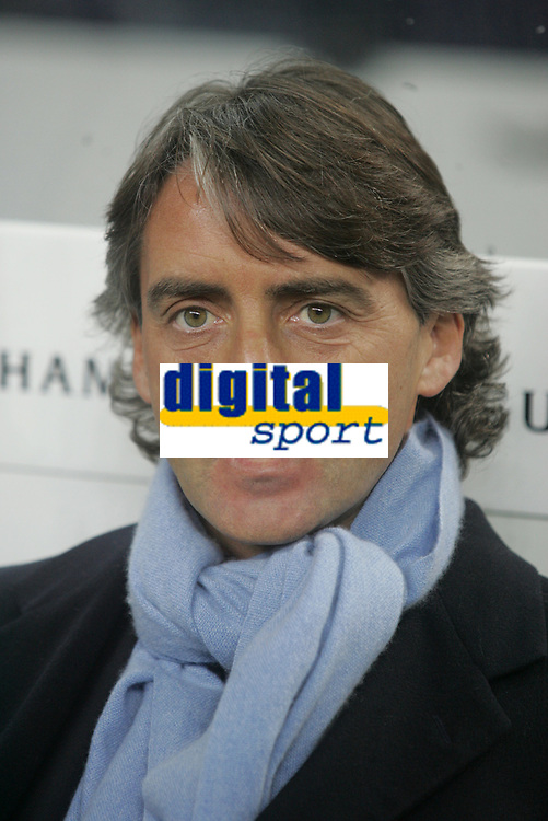 "PORTUGAL - PORTO 23 FEBRUARY 2005: Inter FC coach ROBERTO MANCINI, First Knock-out Round First Leg of the UEFA Champions League, match FC Porto (1) vs FC Internazionale (1), held in ""Dragao"" stadium  23/02/2005  19:17:19<br />