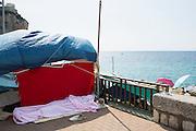Uno dei migranti accampati sugli scogli di Ponte San Lodovico al confine con la Francia. Ventimiglia, 21 giugno 2015. Guido Montani / OneShot<br /> <br /> One of the migrants displaced on the rocks close to the France-Italy border in Ventimiglia. Ventimiglia, 21 june 2015. Guido Montani / OneShot