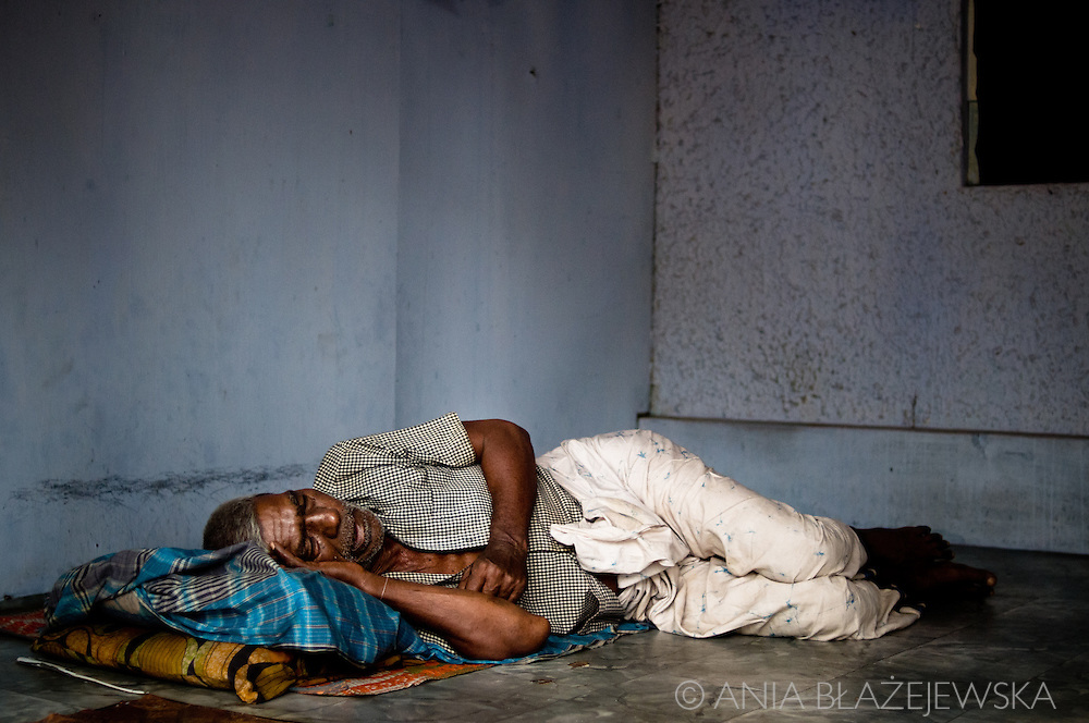 Sri Lanka, Negombo. Sleeping man.