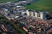 Nederland, Groningen, Hoogkerk, 08-09-2009; Vierverlaten aan het Hoendiep,  suikerfabriek CSM met silo's tijdens de campagne; CSM, Centrale Suiker Maatschappij, dochteronderneming van de Suiker Unie, behorende bij Koninklijke Cooperatie Cosun.Sugar factory CSM with sugar silos during the campaign (CSM, Central Sugar Company, a subsidiary of the Sugar Union, belonging to Royal Cosun Cooperative).luchtfoto (toeslag); aerial photo (additional fee required); .foto Siebe Swart / photo Siebe Swart