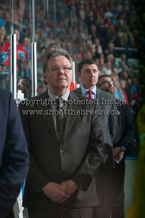 KELOWNA, CANADA - MAY 13: Head coach Kelly McCrimmon of Brandon Wheat Kings stands on the bench against the Kelowna Rockets on May 13, 2015 during game 4 of the WHL final series at Prospera Place in Kelowna, British Columbia, Canada.  (Photo by Marissa Baecker/Shoot the Breeze)  *** Local Caption ***  Kelly McCrimmon
