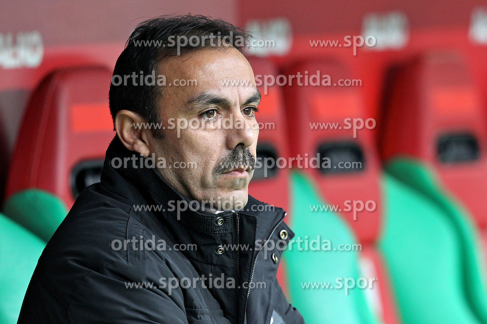 "28.01.2012, SGL Arena, Augsburg, GER, 1. FBL, FC Augsburg vs 1. FC Kaiserslautern, 19. Spieltag, im Bild Trainer Jos LUHUKAY (FC Augsburg) // during the football match of the german ""Bundesliga"", 19th round, between FC Augsburg and 1. FC Kaiserslautern, at the SGL Arena, Augsburg, Germany on 2012/01/28. EXPA Pictures © 2012, PhotoCredit: EXPA/ Eibner/ Peter Fastl..***** ATTENTION - OUT OF GER *****"