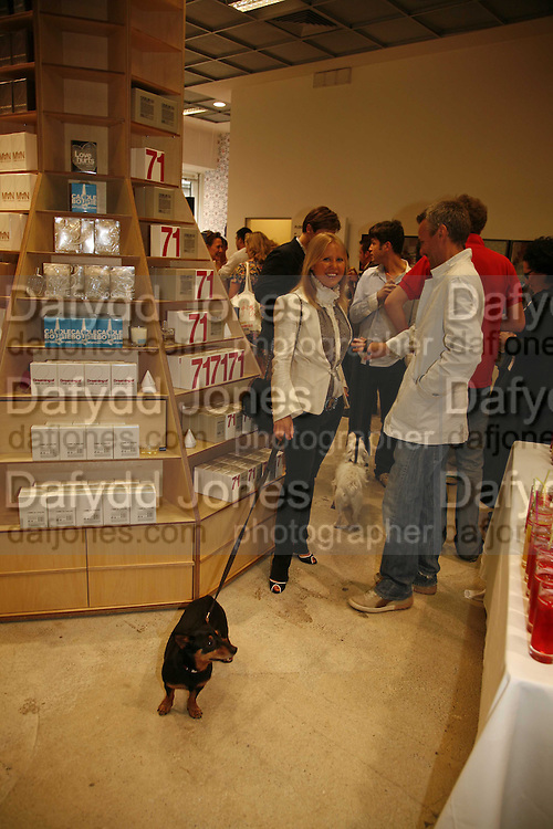 ALICE BAMFORD AND EGG, STUART PATERSON AND BRIDIE. Party for House of Waris jewelry collection hosted by Daphne Guinness, Alice Bamford and Wes Anderson. Dover St. market. London. 8 June 2006. ONE TIME USE ONLY - DO NOT ARCHIVE  © Copyright Photograph by Dafydd Jones 66 Stockwell Park Rd. London SW9 0DA Tel 020 7733 0108 www.dafjones.com