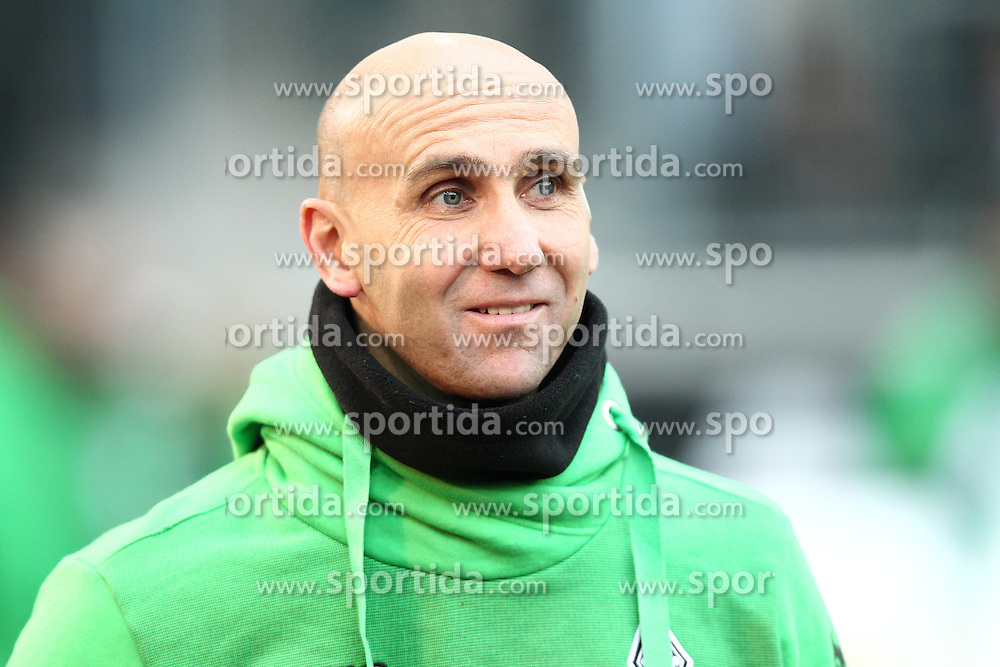 05.12.2015, Stadion im Borussia Park, Moenchengladbach, GER, 1. FBL, Borussia Moenchengladbach vs FC Bayern Muenchen, 15. Runde, im Bild Andre Schubert (Trainer, Borussia Moenchengladbach), // during the German Bundesliga 15th round match between Borussia Moenchengladbach and FC Bayern Muenchen at the Stadion im Borussia Park in Moenchengladbach, Germany on 2015/12/05. EXPA Pictures &copy; 2015, PhotoCredit: EXPA/ Eibner-Pressefoto/ Deutzmann<br /> <br /> *****ATTENTION - OUT of GER*****