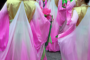 """Junge Frauen in traditionellen Kleidern vorbereitet für eine Probe zur Buddha Laternen Parade. Die Feierlichkeiten von Buddhas Geburtstag (2. Mai diesen Jahres) gehen über eine ganze Woche - die Tempel und Strassen des Landes werden in dieser Zeit mit bunten Lampions dekoriert.<br /> <br /> A young woman prepared for a rehearsel for the Buddhist Lantern Parade. In Korea the birthday of Buddha is celebrated according to the Lunisolar calendar. This day is called """"Seokga tansinil"""", meaning """"the day of Buddha's birthday"""". The celebration is taking place for one week."""