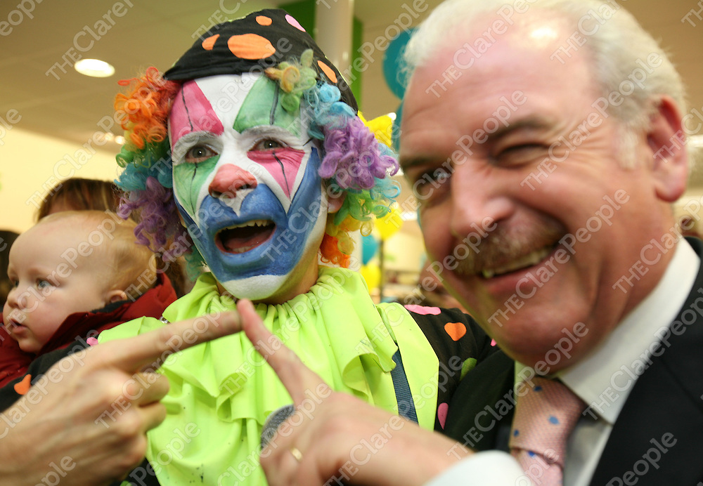 08/11/06<br />Marty Whelan chats with Mr.Babycheeks at the official opening of the new Ryans Centra Store in Clonroadmore, Ennis on Wednesday.<br />Pic: Don Moloney / Press 22