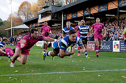Matt Banahan of Bath Rugby scores a try - Photo mandatory by-line: Patrick Khachfe/JMP - Mobile: 07966 386802 01/11/2014 - SPORT - RUGBY UNION - Bath - The Recreation Ground - Bath Rugby v London Welsh - LV= Cup