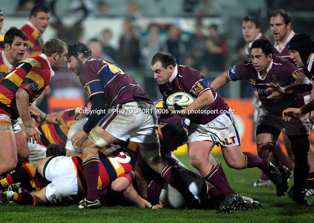 Jason Rutledge (Southland) drives from a maul during the Air New Zealand Cup rugby match between Southland and Waikato at Rugby Park Stadium, Invercargill, on Saturday 5 August 2006. Photo: Richard Jones/PHOTOSPORT<br /> <br /> <br /> 050806 week 2 npc